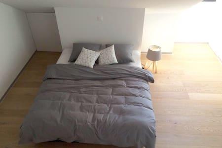 Chambre avec entrée individuelle idéalement située - Estavayer-le-Lac - Pension