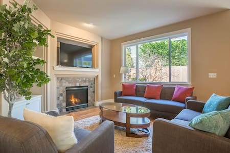 Immaculate 4 Bedroom Home near Golf Course - Mukilteo