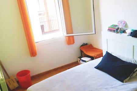 Sunny Room in Barcelona Center - Barcelona - Apartment