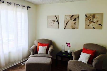 Nice cozy room close to Mall&Water - Woodbridge - Complexo de Casas