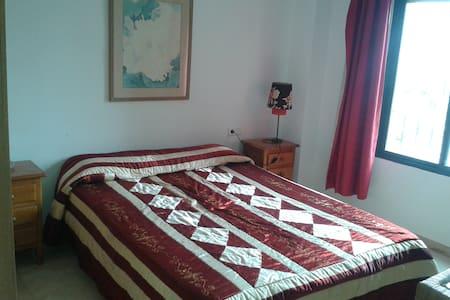 Big room. / Schlafzimmer  mit Doppelbett - Fuengirola - Apartment