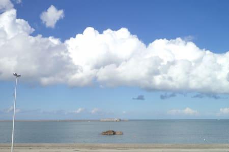 Maison vue rade de Cherbourg - Rivitalo