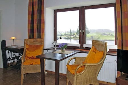 Historischer Kornspeicher am Fluss. - Appartement