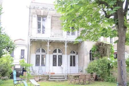Chambre au calme ambiance campagne - Bordeaux - Townhouse
