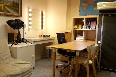 Private Room at Shared Apartment in City Center - Hong Kong - Apartment