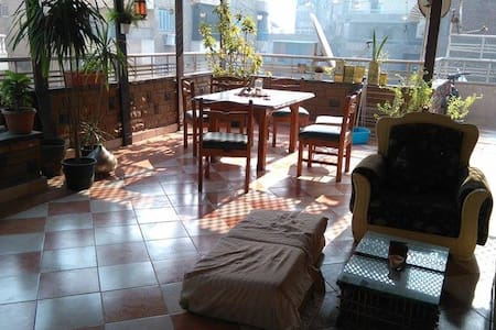 Cozy room in a rooftop apartment - Giza - Bed & Breakfast