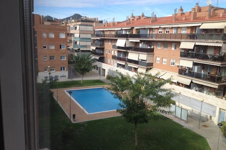 Hab. con baño privado y vistas a la piscina - Appartement