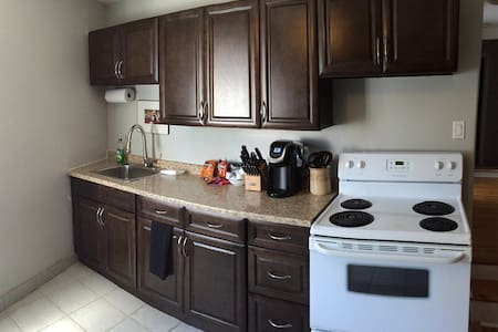 Great Location to Explore!! - Kingston - Apartment