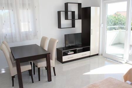 IVAN Nice apartment 2+2 (No.1) - 诺瓦利娅
