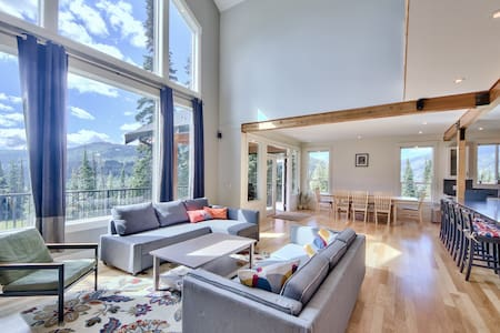 New Luxury Chalet, Chef's Kitchen, True Ski-in/Out - Sun Peaks - Dom