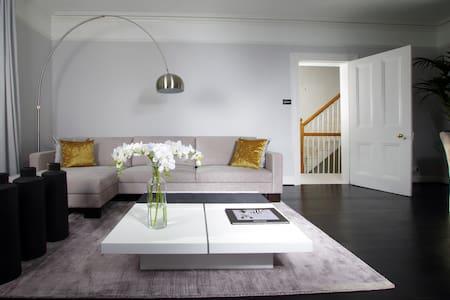 Large contemporary apartment in Chislehurst - Chislehurst