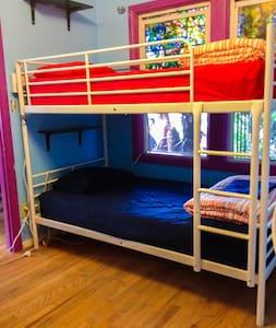 Downtown 10 Bed Economy Hostel Dorm - Bed & Breakfast