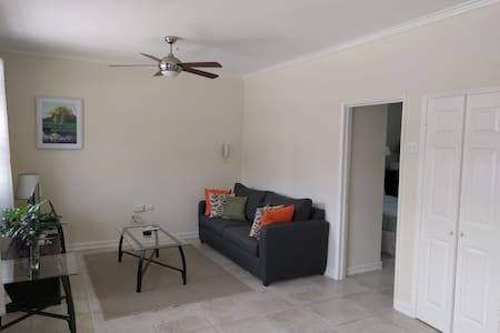 Carmen's Getaway - New Kingston - Apartment