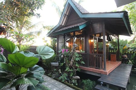 Peaceful Cabin w/ Pool near Canggu