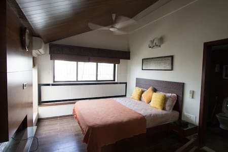 Gorgeous Studio in Juhu , with a garden - Lejlighed