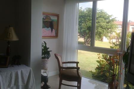 Queen bedroom with private bathroom, - Sunrise - Selveierleilighet