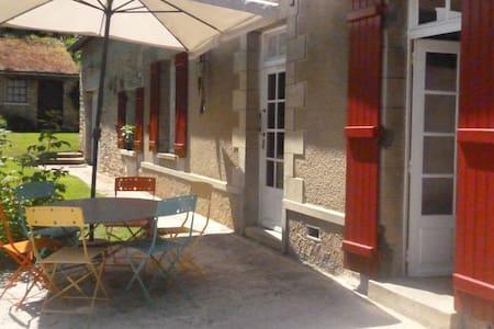 Longère 19 ème siècle dans village proche Giverny - Dampsmesnil - Hus