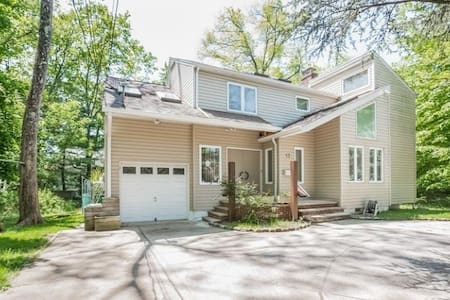 Bright, spacious home in idyllic Livingston NJ - Livingston - Casa
