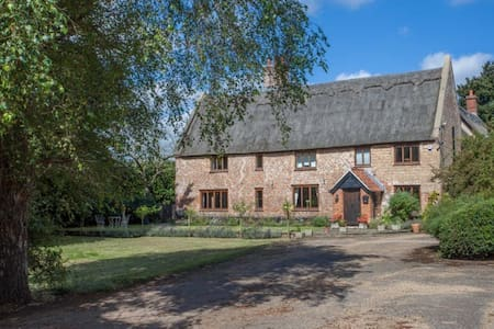 Beautiful room in a Thatched Cottage near Norwich - Bed & Breakfast