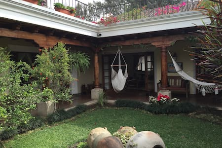 BIG Room/Private Bath/Town-center - Antigua Guatemala - Haus