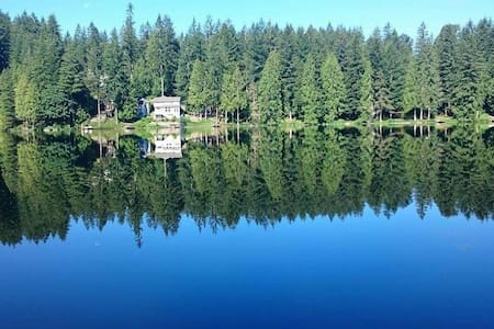 Quiet Lakeside Retreat near Redmond - Ház