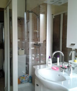 luminous bedroom for 2 in Ferrara / stanza per 2 - Ferrara - Lejlighed