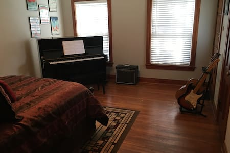 Private Room in Gilmer - The Music Room - Gilmer - 独立屋