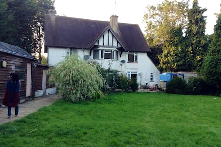 Lovely  House in Oxon Village - House