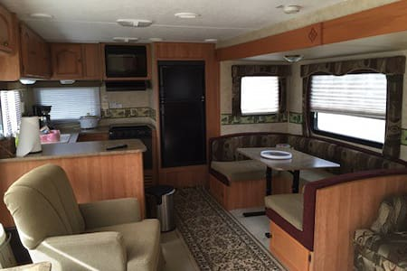 Stationary Camper Rental near Waco or Temple Texas - Husbil/husvagn