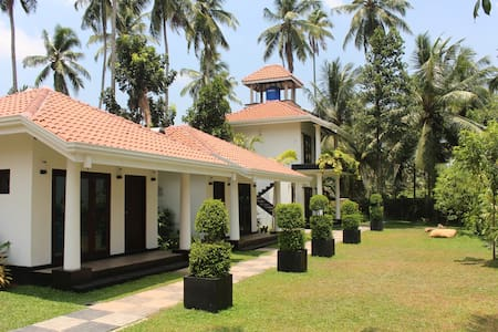 AdenLanka Villa - Bed & Breakfast