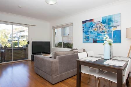 Close to beach! 2bdrm Collaroy Apartment - Wohnung