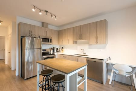 Modern 3 min to Beach 1 BR Suite - West Vancouver - Other