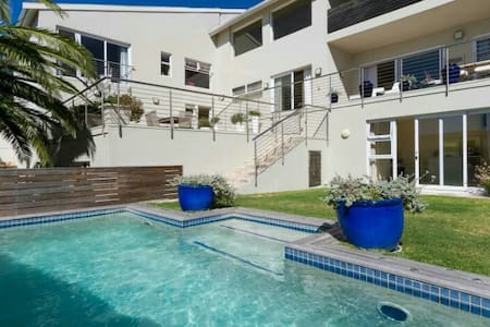 Independent studio flat - Camps Bay - House