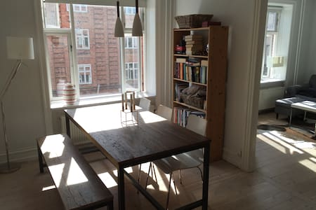 Cozy apartment with easy access to all of CPH - Frederiksberg - Apartamento