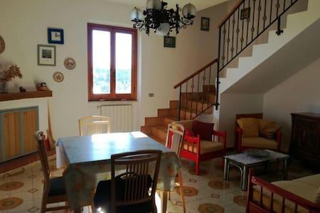 Casa indipendente a Vallemarina - Monte San Biagio