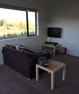 Sunny, warm attached apartment - Lake Tekapo