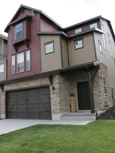 New Cozy Mountain Retreat Minutes from Park City - Townhouse