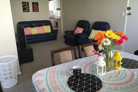 Sunny apartment in Epping. - Daire