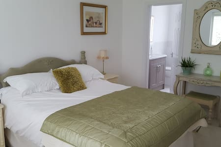 Tranquil home close to the sea - Christchurch - Bed & Breakfast