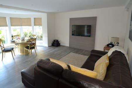 Open Plan Living near to Sandbanks - Appartement