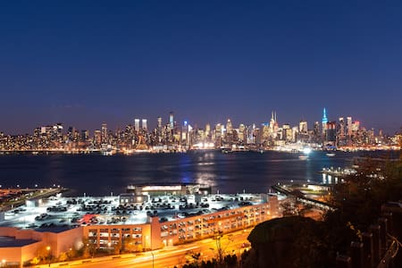 Room w/ view of Manhattan - Weehawken