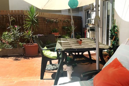 Sunny apartment&terrace at 15 minutes from Lisbon - Apartament