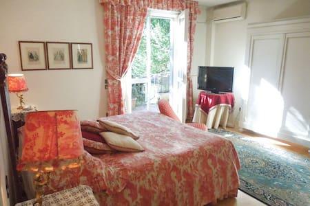 Villa Olivia B&B, Caesar's room - Bérgamo - Bed & Breakfast