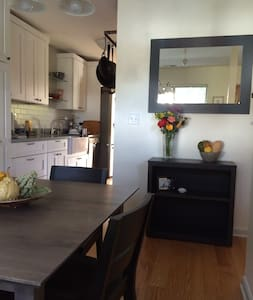 Lovely, Quiet and Stylish Townhouse - Corte Madera - 连栋住宅