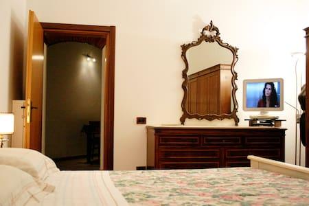 Camera in deliziosa casetta in centro a pianoterra - Livorno - Appartement