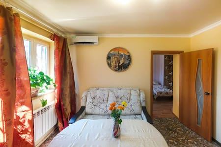 Квартира 2 спальни с двором и парковкой - Rostov