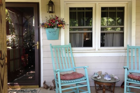 Enchanted Country Cottage - Fletcher - Hus