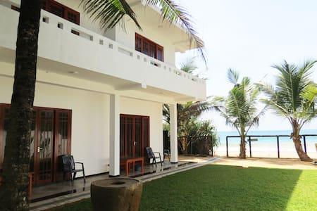 Vacation Beach Guest House - Hikkaduwa