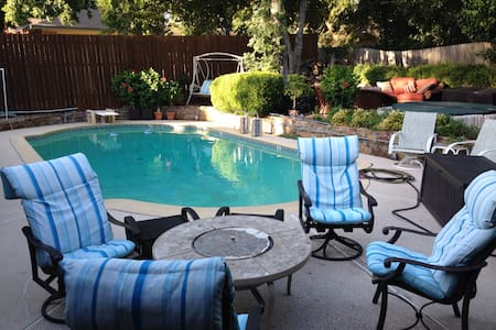 Upscale Home w/ Private Pool HotTub WB Fireplace! - Duncanville