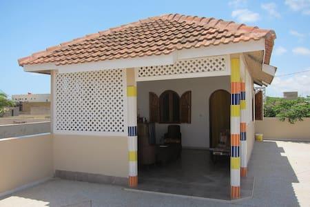 Chez Khadi - Mbour - Gjestehus